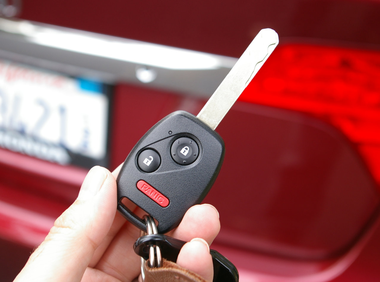 I Locked My Keys In My Car >> Car thieves and criminals can steal your key fob remote codes. - UrbanLegendsOnline.com